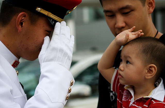soldier-saluting-child-CC-Halud