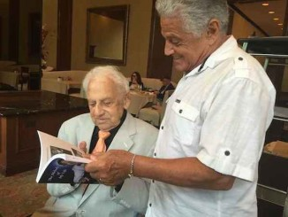 100 year old piano player shows memoir Hovitz