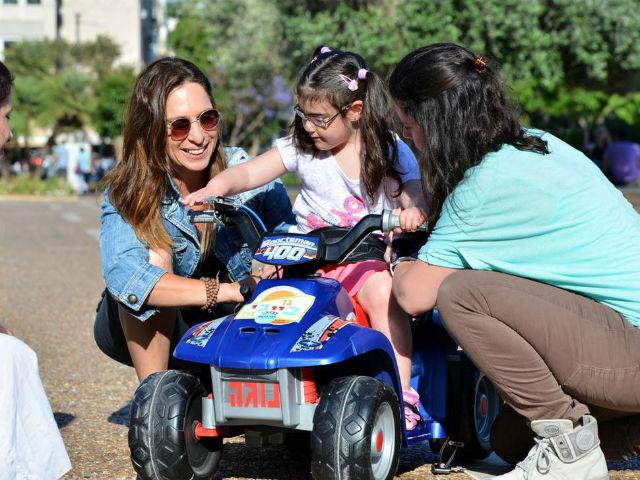 Go Baby Go Israel girl in car Nilly Waiserberg Facebook