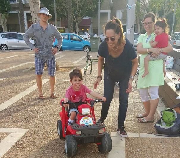 Go Baby Go Israel special needs boy in car Nilly Waiserberg Facebook