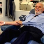 James-Harrison-giving blood-Australian-Red-Cross