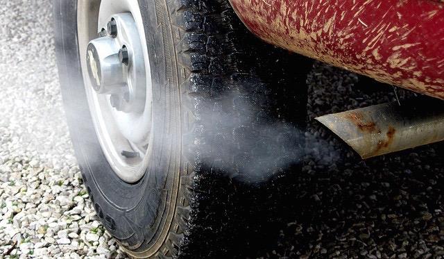 car exhaust photo by frankieleon