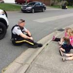 cop with children-GigglezandGrizzelsDayCare-familyphoto-AmberWatts