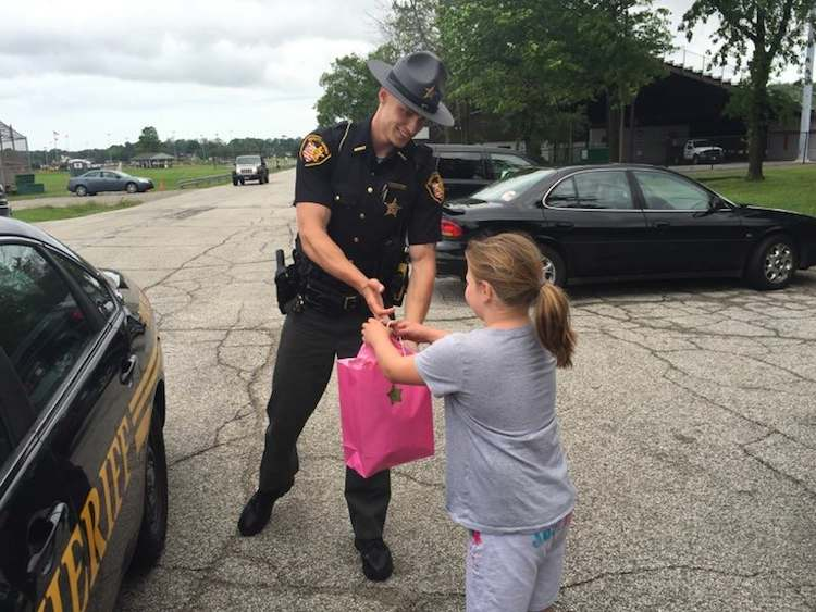 officer lemonade stand  ipad Lake county sheriffs office facebook
