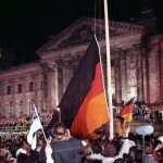 Bundesarchiv_Bild_Reichstag-bldg-German-flag-unification