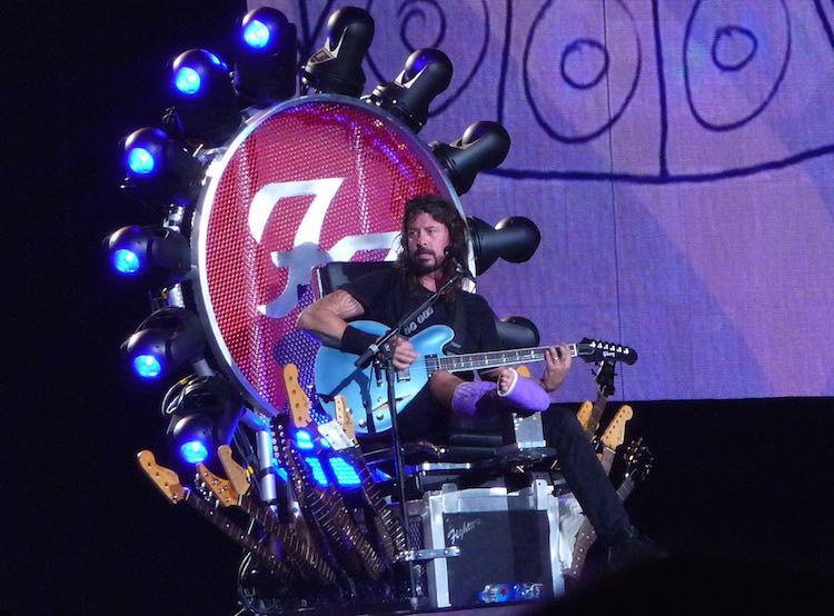 DAVE GROHL THRONE-750px