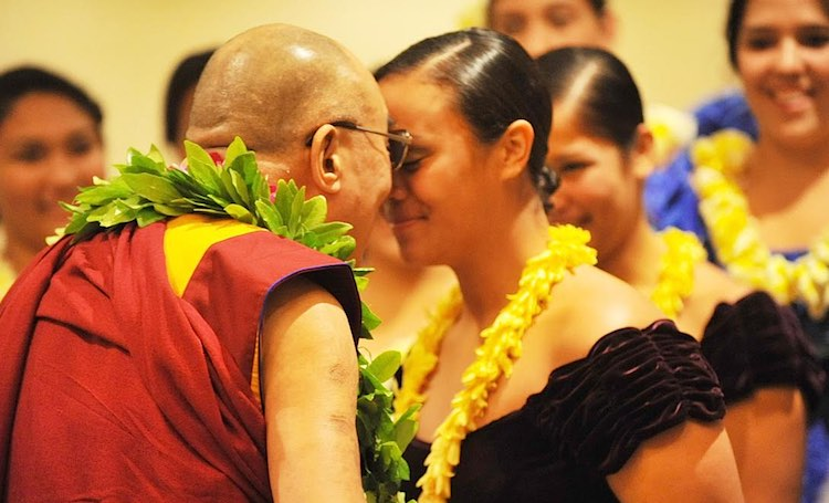 Dalai-Lama-in-Hawaii-head-touching-lady-SunStar-submitted