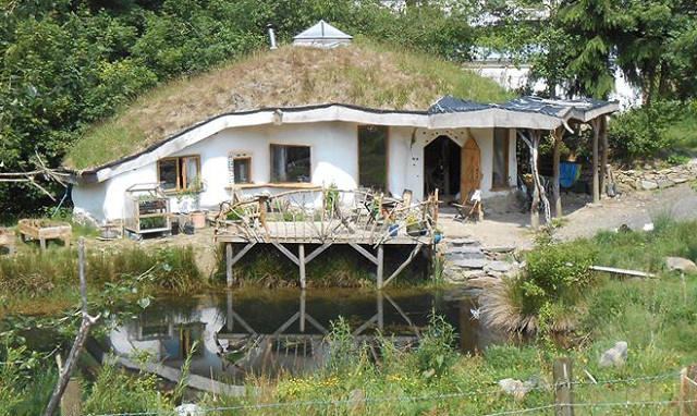 Hobbit house Wales -Charlie and Meg's Roundhouse fb