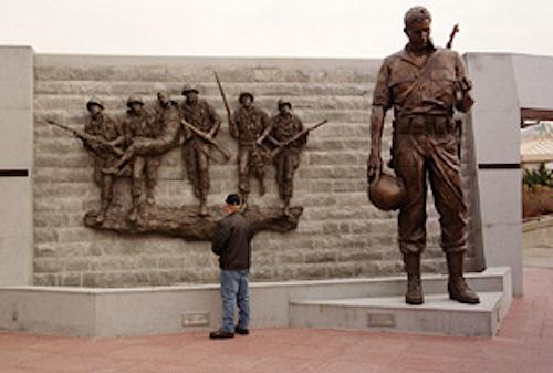 Korean War Vets Memorial_soldier-NJ DeptofMilitaryandVeteransAffairs