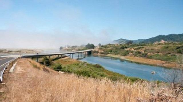 Ten_Mile_River_in-California-CC-David-Eppstein