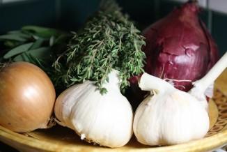 garlic and onion CC Danielle Scott