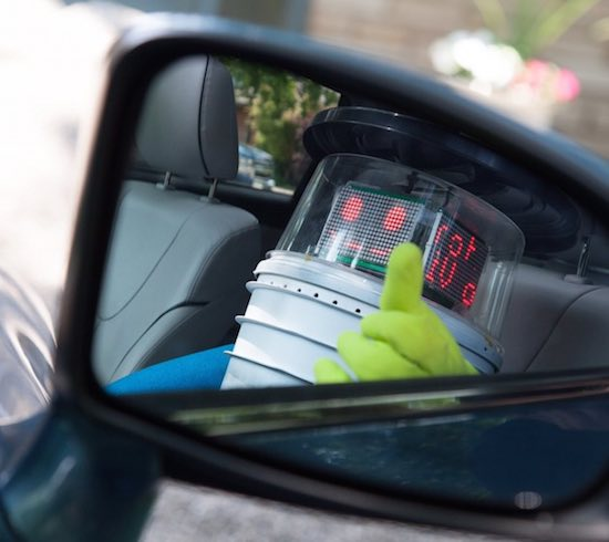 hitchbot-smile-in-mirror