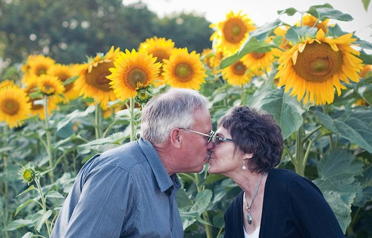 kissing couple Babbettes-Seeds-of-Hope-Sunflowers