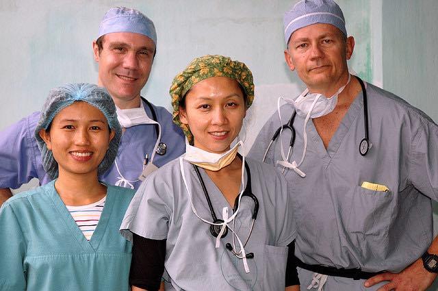 Doctor-nurse-team-CC-ReSurge_International-640px