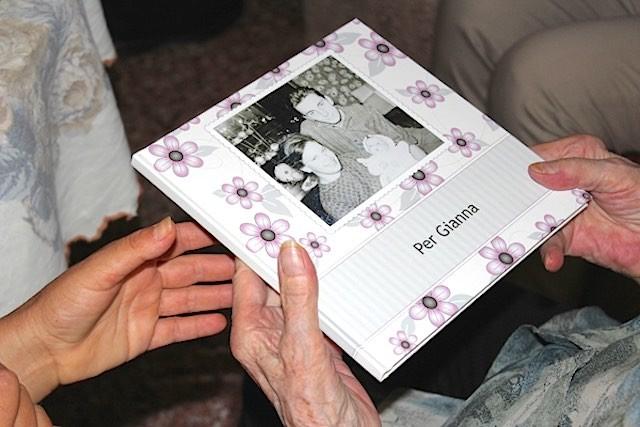 Margot Bachmann photo album International Tracing Service press release