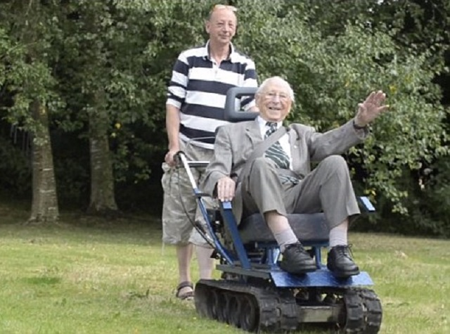 Peter and Eddie Shaw-tank wheelchair-Daily Mail vid