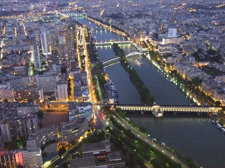 paris aerial shot CC Priscilla Jordão
