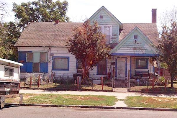 rundown house-UnionPacificRailroad-permission