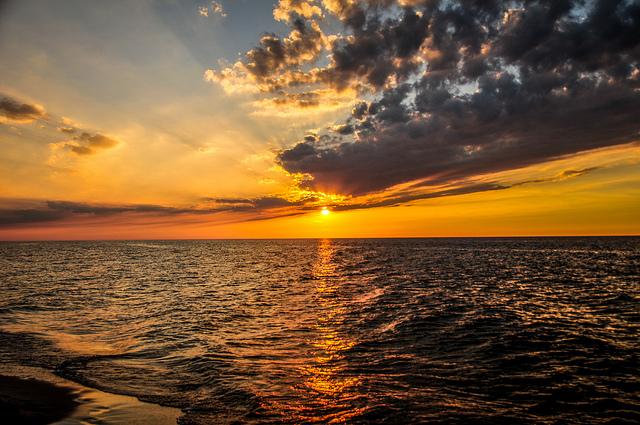 sunlight ocean CC Kamil Porembiński