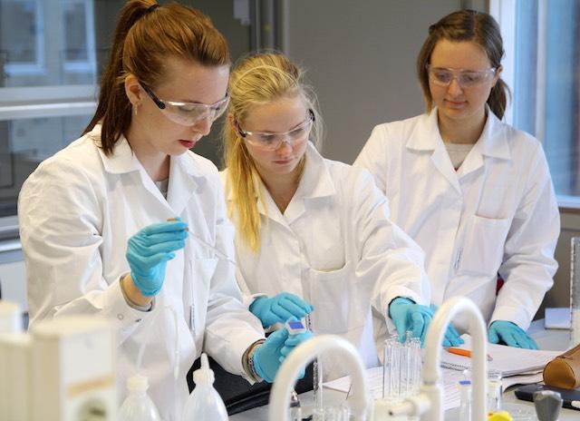 Chemistry class 2 CC Per Henning:NTNU