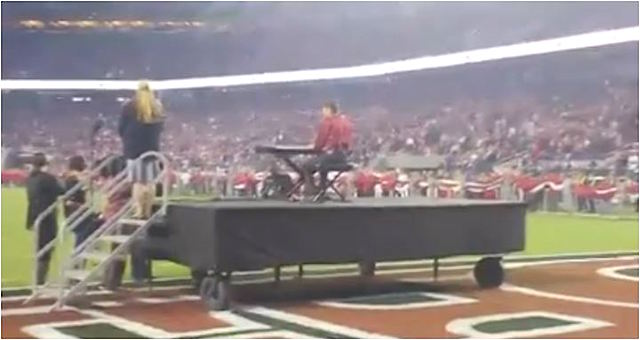 homeless piano player NFL Facebook Donald Gould