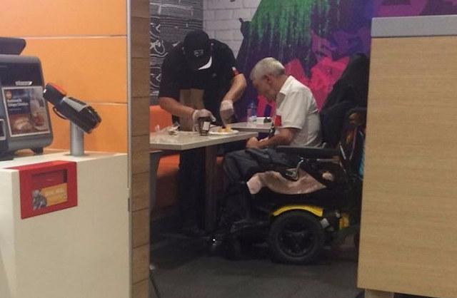 mcdonalds-worker-act-of-kindness-DestinyCarrero-Facebook
