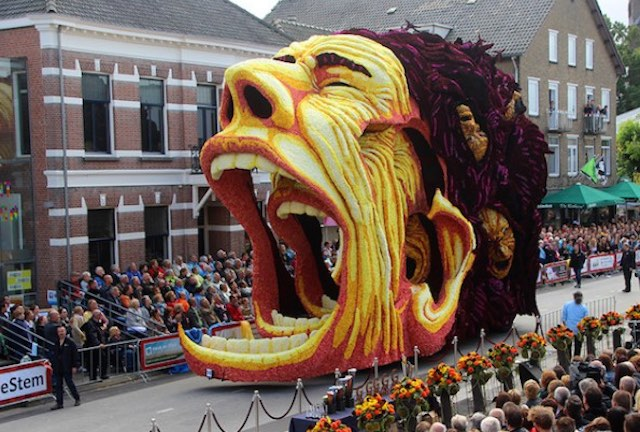 yelling-face-parade-float-Erwin-Martens-released
