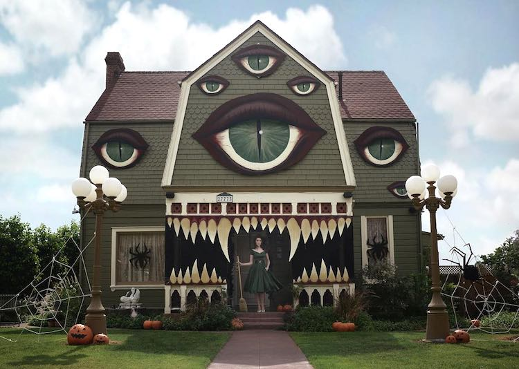Giant Eyeballs Painted on Parents Home for Halloween is Surreal Treat