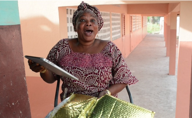 guinea-businesswoman-receives-laptop-Gloebtops-released
