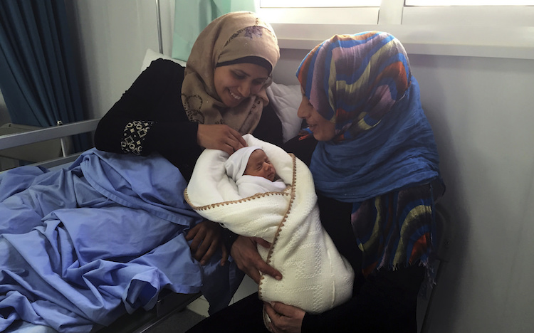 syrian-refugee-baby-mother-CC-EU-Humanitarian-Aid-And-Civil-Protection