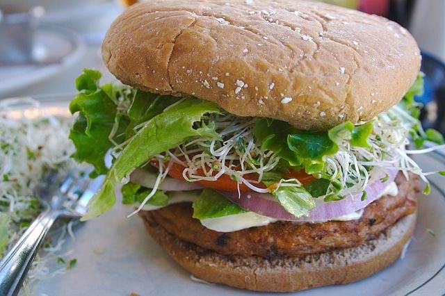 Veggie_burger_cc divinemisscopa