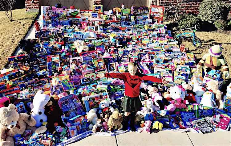 8-Year-old Girl Delivers 1,300 Toys to Fellow Cancer Patients for ...