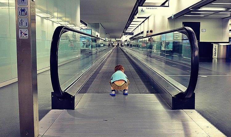 kid-at-the-airport-CC-Roberto-Trobetta