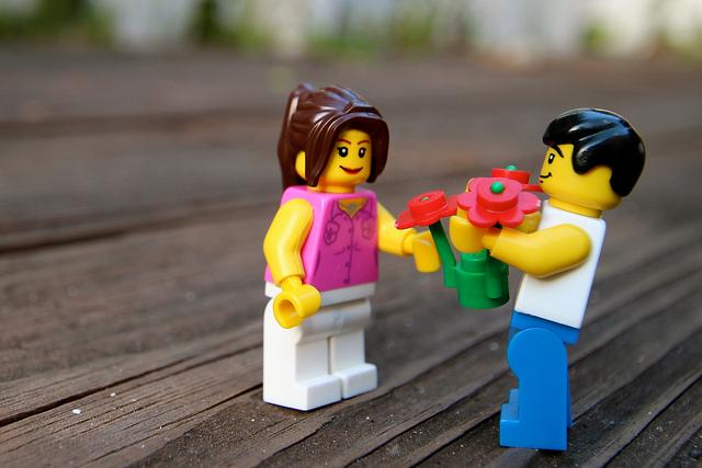lego-couple-flowers-CC-Ale-Art