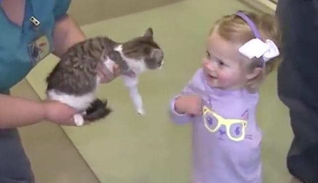 amputee-girl-with-kitten-screenshot