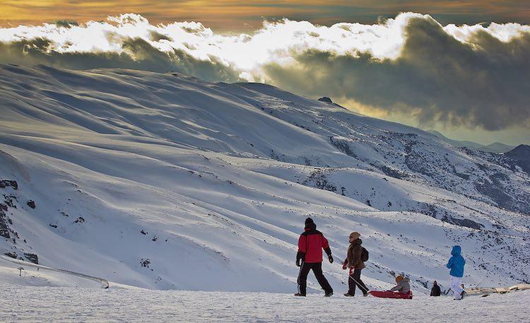 sierra nevada snow family winter-CC-Hernan Piñera