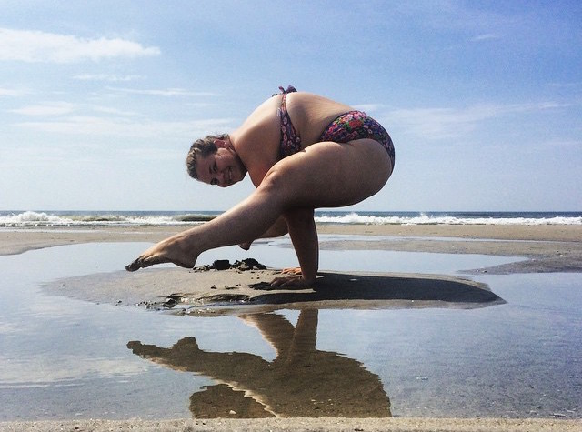 Impressive Photos Of Plus-Size Yogi In A Series Of