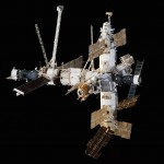 Mir_Space_Station_viewed_from_Endeavour_1998