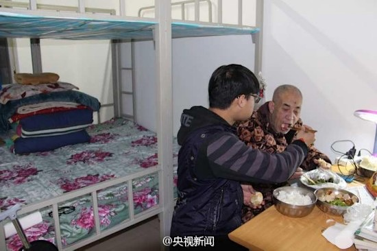 Zhao Delong-feeds father-ChinaDaily