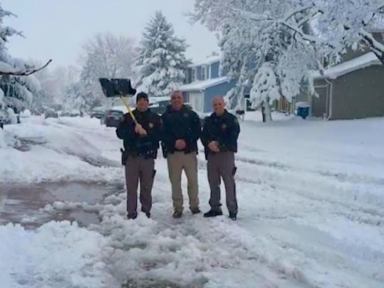 officers-shoveling-snow-neighbor-photo