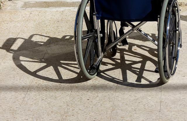 wheelchair shadow-cc-zeevveez-640px