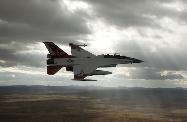F-16 fighter jet-cc-R Toth