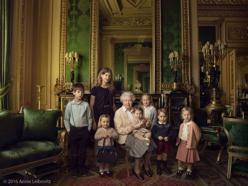 Queen with grandchildren-Leibovitz-full