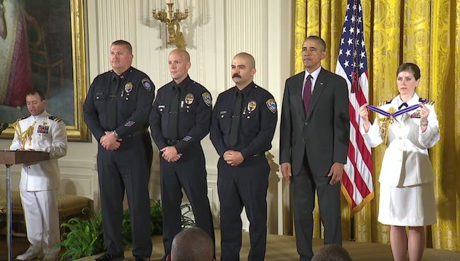 White House-Obama with police officers-Medal ceremony