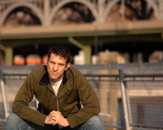 guy with earbuds-new-york-bridge-cc-David Goehring