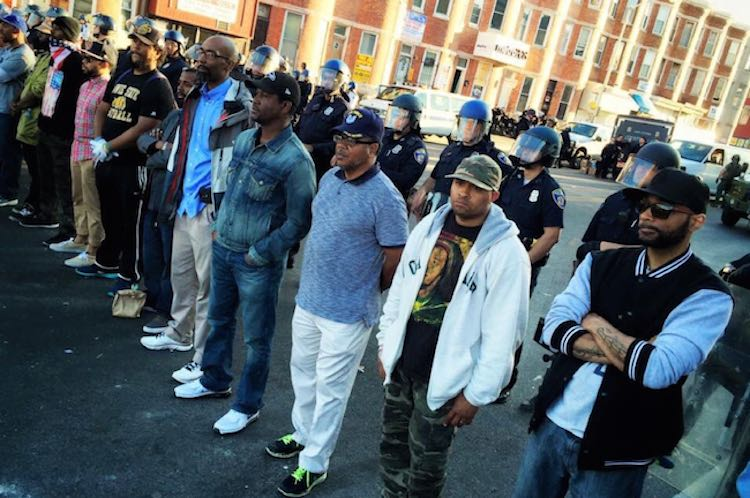Baltimore citizens protect police-Van Applegate-Twitter-VBagate