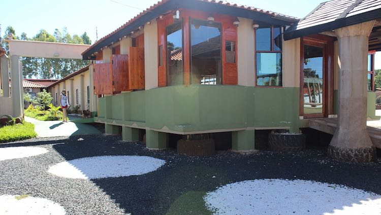 Brazilian Hotel made of recycled materials