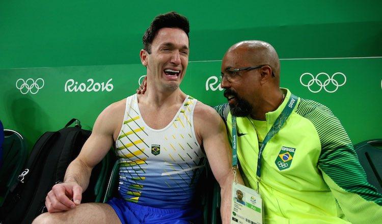 يتغلب على الاكتئاب ويحصل على الميدالية الفضية في الألعاب الأولمبية للجماهير المحلية في البرازيل - Good News Network