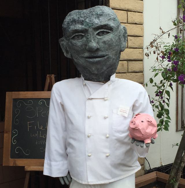 chef-sculpture-with-pig