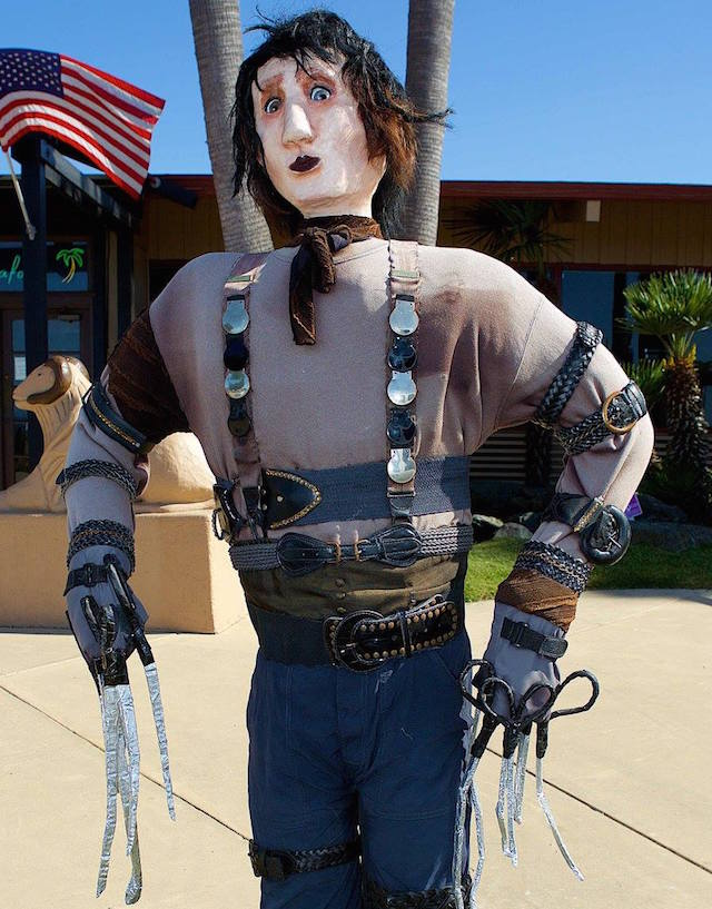 edward-scissorhands-cambria-scarecrows-fb